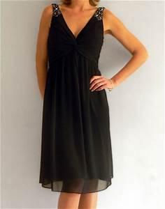 location de robe noire mi longue avec bijoux sur les With robes mi longues habillées