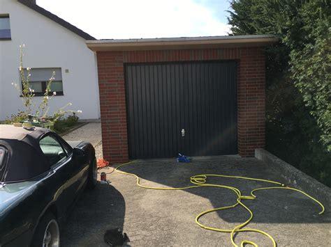 Garage Streichen Farbe by Garage Und Garagentor Streichen So Wird Es Gemacht
