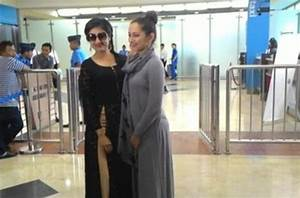 Paridhi Sharma dan Lavina Tandon Tiba di Indonesia