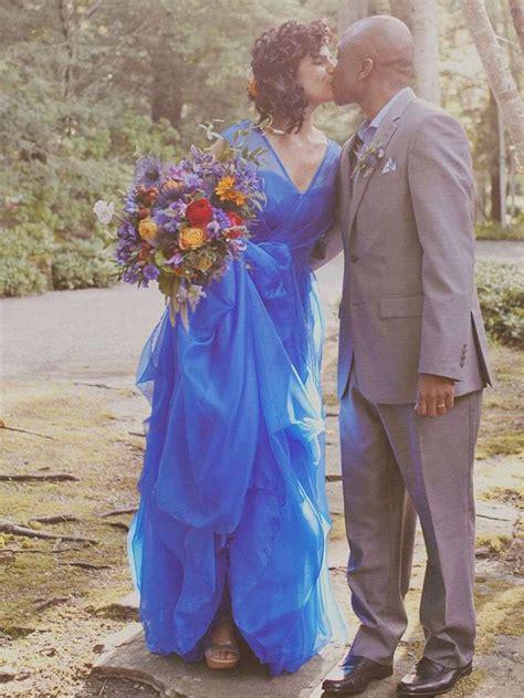 robe pour mariage bleu marine et blanc la robe mariage bleu pour celles qui veulent rompre avec