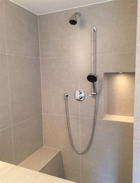 Badezimmer Fliesen Nische by Walk In Dusche Mit Sitzbank Und Nische Bad