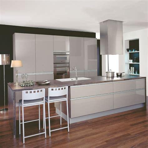cuisinella plan de cagne les 25 meilleures id 233 es de la cat 233 gorie cuisinella sur armoires de cuisine grises