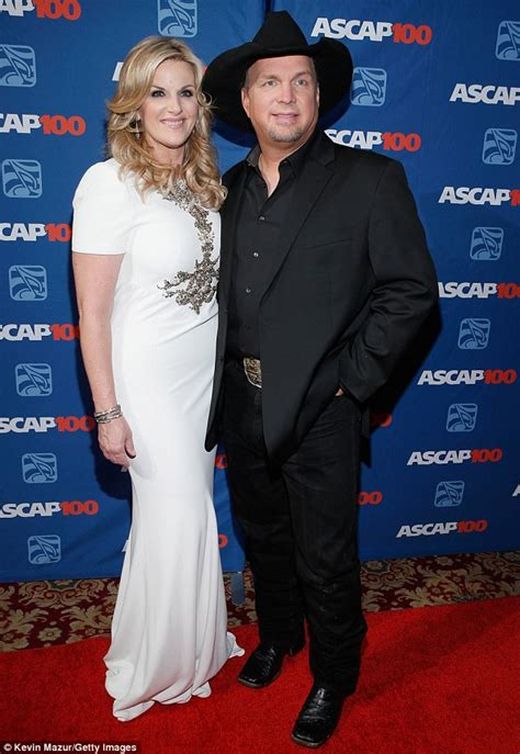 trisha yearwoods husband trisha yearwood supports husband garth brooks as he s honoured at ascap gala daily mail online