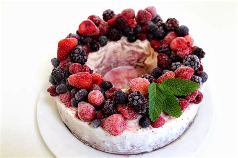 This pie has a chocolate cookie crust and an ice cream filling, but the creme de menthe meringue topping is what makes it special. Easy Christmas Ice Cream Wreath with Mixed Berries and Chocolate | Desire Empire