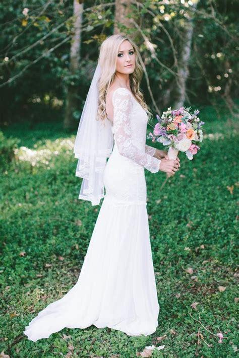 romantic long sleeves open  beach wedding dresses lace