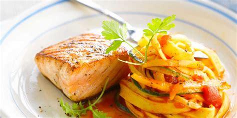 livre cuisine vapeur pavé de saumon grillé et tagliatelles facile recette