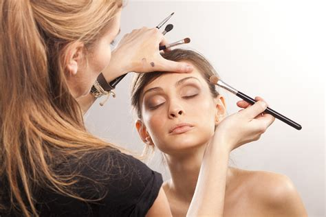 make up artist course makeup artists how to follow in their footsteps