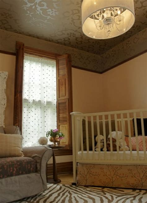 Vliestapete Für Decke by Deckenverkleidung Verwandelt Das Zimmer In Ein Kunstwerk