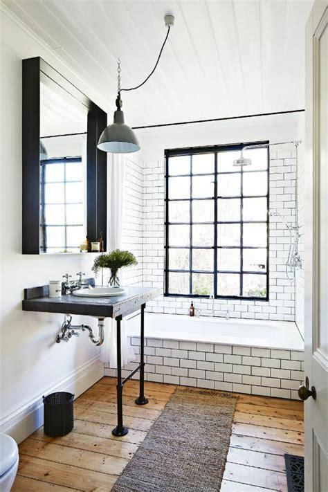 canape cuir bleu ciel le thème du jour est la salle de bain rétro