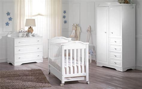 chambre blanche et bois chambre bébé blanche