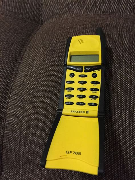 ericsson gfe yellow unlocked cellular phone