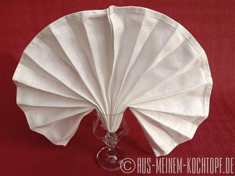 servietten falten fisch servietten falten vom tafelspitz zur bestecktasche