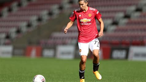 Tobin Heath scores rocket goal for first Manchester United ...