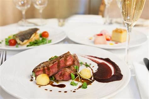 3course Dining & Champagne For 2 @ The Waldorf Hilton