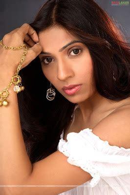telugu actress deepmala parmar hot clevage show bollywood