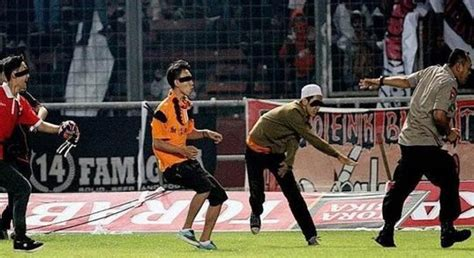 Graffiti Ultras Persija : Persija Fans Clashed With Police