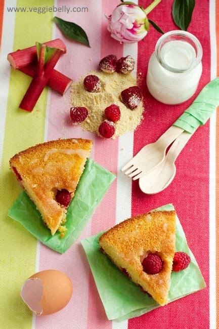 cuisiner polenta rhubarb raspberry polenta cake cuisiner sucré