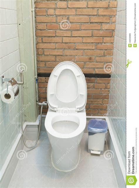 toilette dans la maison image stock image 43259989