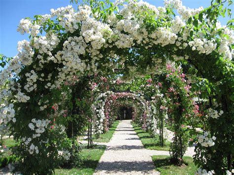 bureau de poste l hay les roses la roseraie du val de marne à l 39 hay les roses ses allées
