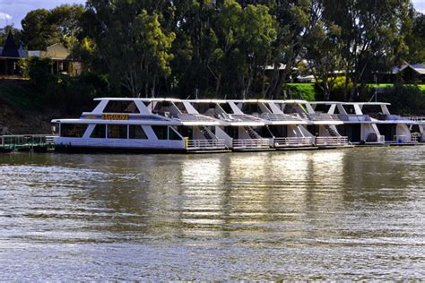 Houseboat On The Murray by Houseboat Holidaying On The Murray River Riverland