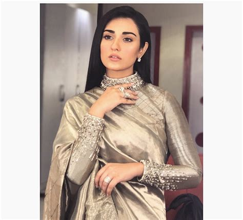 beautiful latest pictures  sarah khan  saree