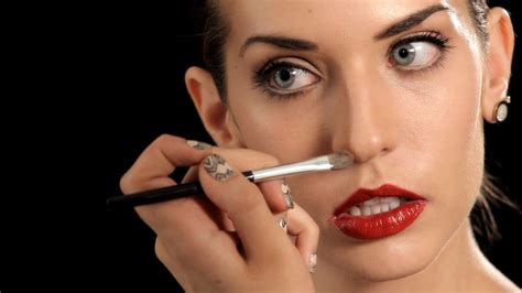 How To Make Your Nose Look Thinner Makeup Tips You