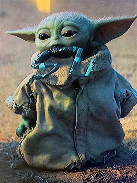 Baby Yoda Likes Frogs Babyyoda