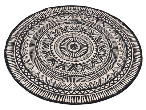 tapis rond en coton motifs ethniques noir blanc d 120cm
