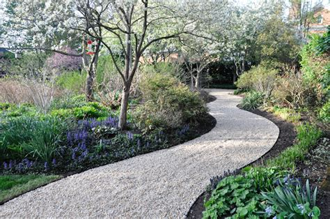gravel walkway pea gravel thinking outside the boxwood