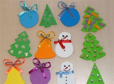 basteln mit moosgummi zu weihnachten ornamente tannenbaum glocke weihnachtskugel