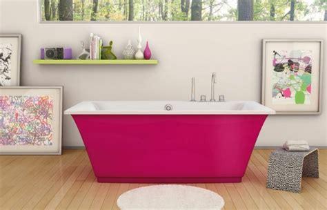 pinkes badezimmer badezimmer in pink freistehende badewanne in pink holzboden badezimmer einrichtung