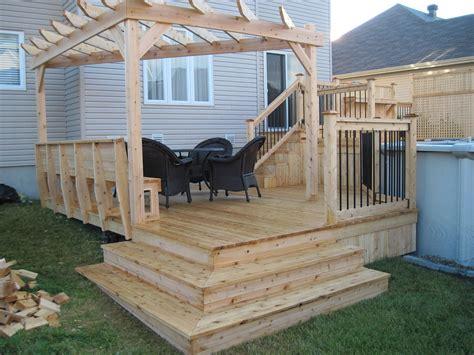 patio pergola and wood fence paysagiste