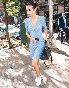 Selena-Gomez-street-style-2017 (3)