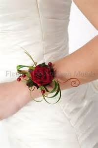 bracelet fleur mariage corsages on wrist corsage spray roses and boutonniere