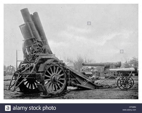 siege canon howitzer on caterpillar track gun artillery gunner cannon