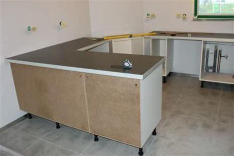 montage meuble cuisine ikea faire plan cuisine ikea un plan de travail en verre laqu