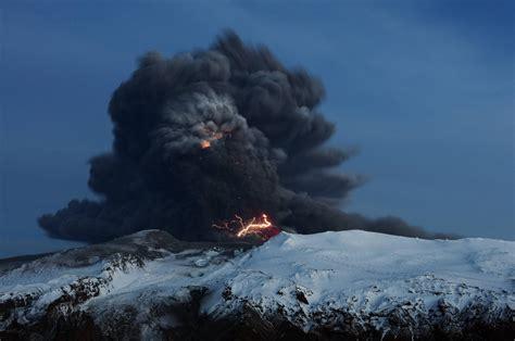 In der nacht zum samstag ist in der nähe der isländischen hauptstadt reykjavík ein vulkan erwacht. Eyjafjallajökull: Vor zehn Jahren brach der ...