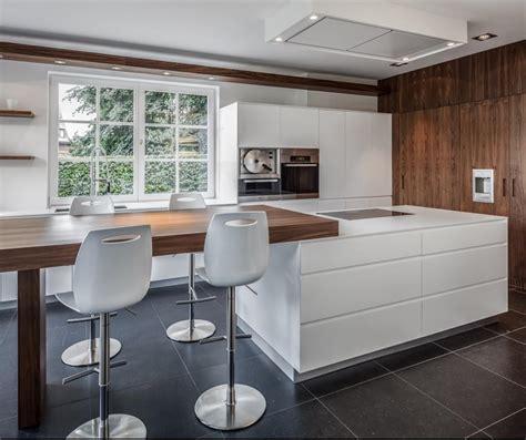 cuisine moderne blanche et bois cuisine noir mat et bois cuisine moderne et design sans