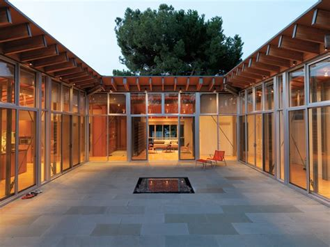 modern courtyards  zachary edelson  family matters dwell