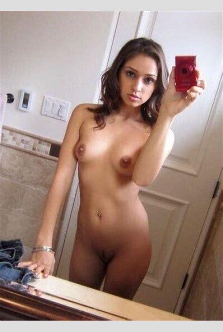 Petite latina looking glorious in this nude selfie ...