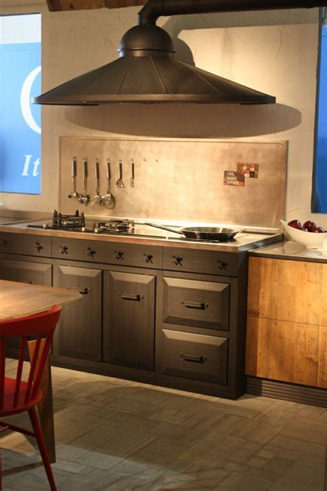 hotte industrielle cuisine hottes de cuisine design une sélection du salon eurocucina