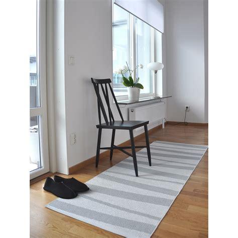 tapis de couloir design tapis de couloir are 233 gris et blanc sofie sjostrom design 70x100