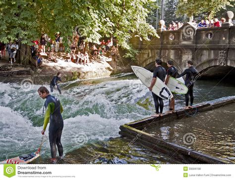 Englischen Garten Surfen by And Tourists Surfers In Center Munich