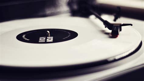 white vinyl desktop