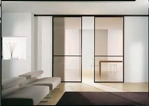 Porte coulissante elegance et gain de place for Porte de garage coulissante et double porte salon
