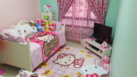25 Adorable Hello Kitty Bedroom Decoration Ideas For Girls Shabbat Table Setting Kid And Chairs Set How To Up A Buffet For Wedding Octagon Kitchen Cleaning Wood 3 Crayola With Caster