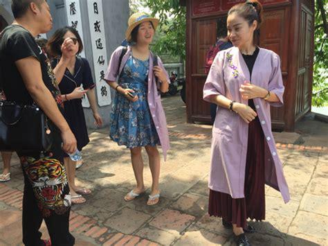 hanois famous temple applies dress code  visitors