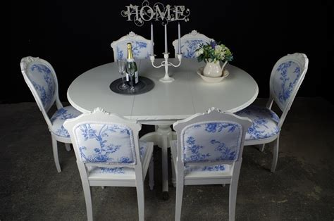 French Style Extending Dining Table With 4 Antique and 2