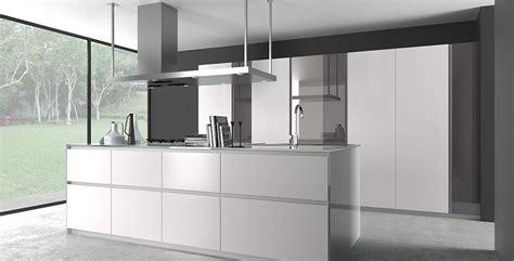 cuisine blanche et mur gris cuisine armony t16 monprojetcuisine fr
