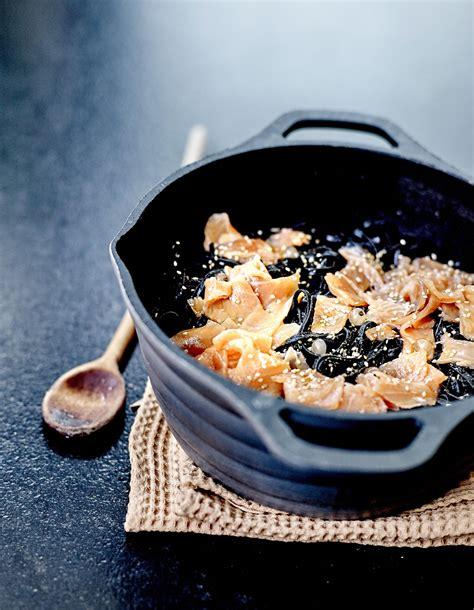 noel cuisine linguine noires au saumon pour 6 personnes recettes